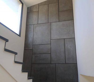 קיר מדרגות בטון